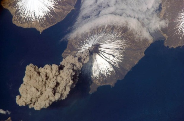 ash-plume-from-cleveland-volcano