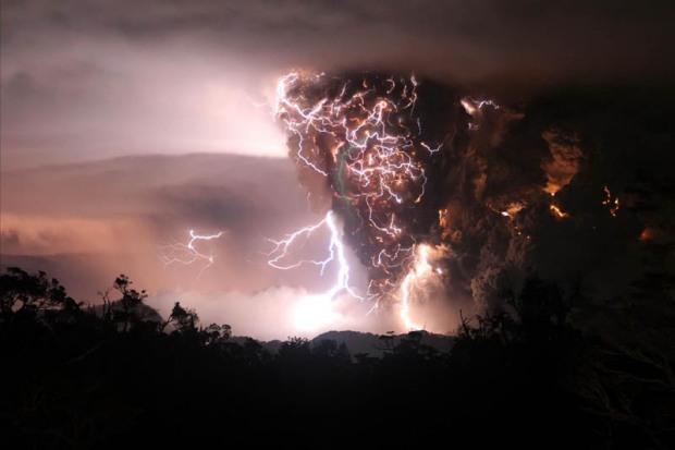 chaiten-volcanic-storms-eruption-lightning