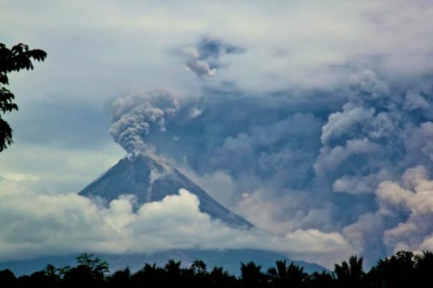 mount-merapi-volcanic-eruption-2010