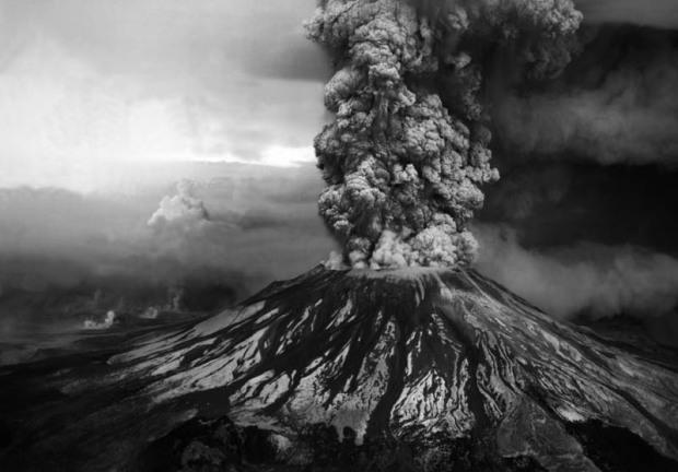 mount-st-helens-volcanic-eruption-black-and-white-1980