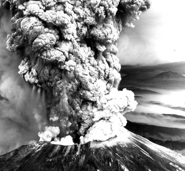 mount-st-helens-volcano-eruption-1980-black-and-white